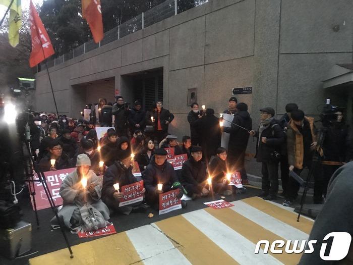 연말에도 이어지는 MB 구속 시위