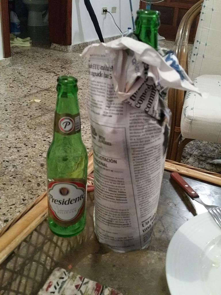 [도미니카공화국] 신문지에 싼 맥주