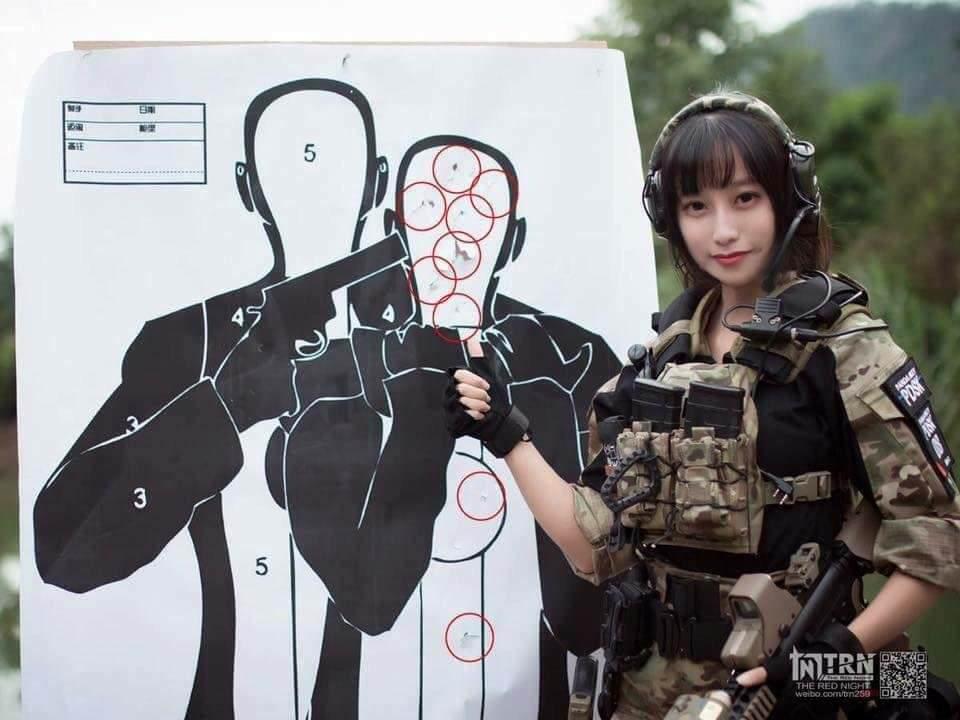 중국의 미녀 경찰관이 사격 훈련을 한 결과ㅋㅋㅋ