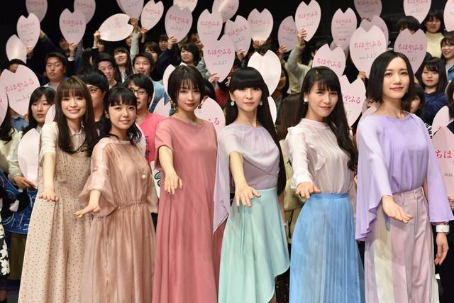 실사 영화 '치하야후루 무스비'의 이벤트가 개최된 모습