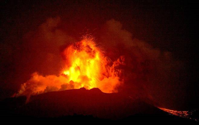 산모에다케 화산 폭발 스고이~