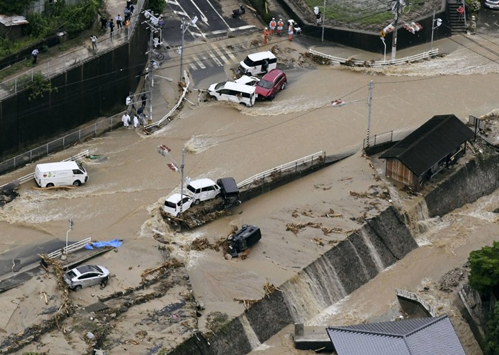 일본 폭우상황과 태풍 마리아 진행경로