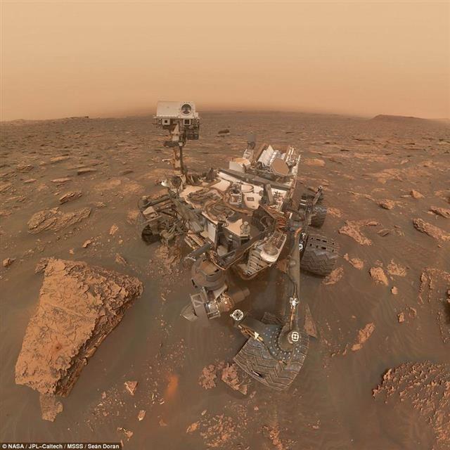 화성 폭풍 속 탐사 로봇 `큐리오시티`가 찍어보낸 셀카