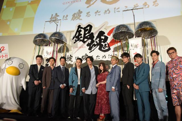 실사 영화 '은혼2' 개봉 첫날 무대 인사가 개최된 모습